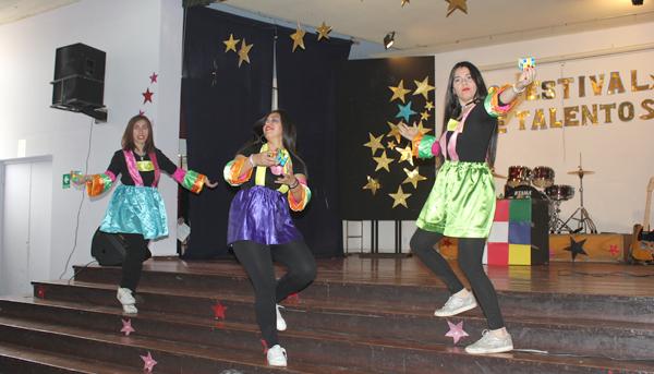 Participación de alumnas sede Valparaíso en el show de talentos del Liceo Matilde Brandau de Ross