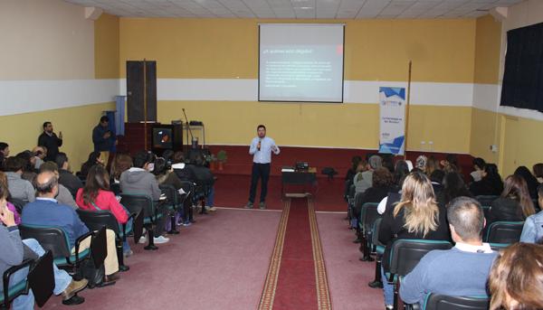 Masiva afluencia de público tuvo charla de Capital Semilla y Abeja en Campus Quillota