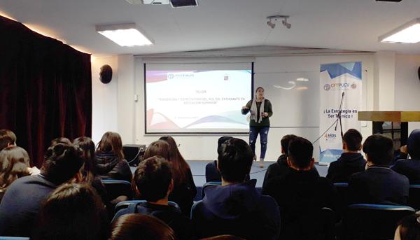 """Taller """"Exigencias y expectativas del rol del estudiante en Educación Superior"""" para alumnos de E.M del Colegio Los Libertadores Belloto, Quilpué."""