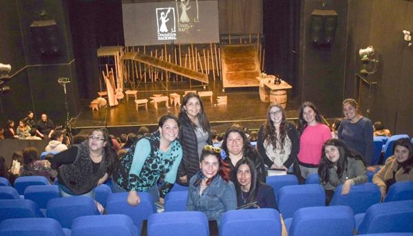 """Estudiantes TNS en Educación Parvularia Sede La Calera, disfrutan de obra de teatro """"Chañarcillo"""" en Centro Cultural Leopoldo Silva Reinoard de Quillota"""