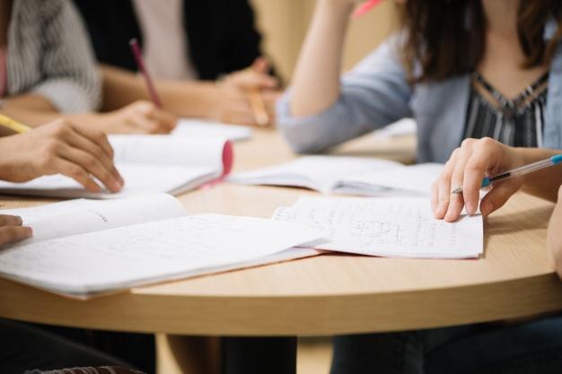 Estudiantes de TNS en Administración de Empresas jornada diurna y TNS en Computación e Informática del CFT PUCV Sede La Ligua lanzan el primer libro en inglés sobre conceptos técnicos