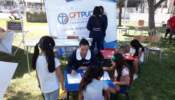 Estudiantes de CFT PUCV participaron en la Expo Mujer La Calera