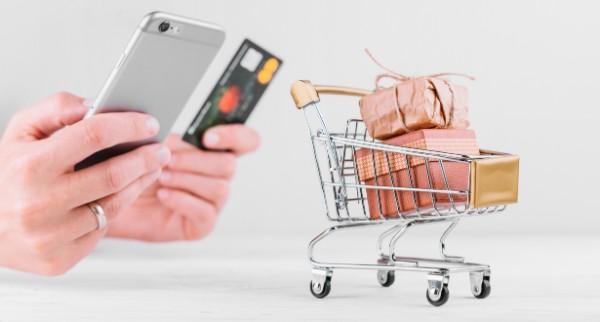 """TALLER: Medios de pago en línea. """"¿Tu PYME acepta pago con tarjetas de crédito o casas comerciales? Genera botones de pago en línea. / viernes 14 agosto / 10:00 hrs."""