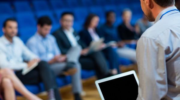 CURSO PRÁCTICO: «Habla en Público como Profesional» / 19, 22, 26, 29 octubre y 2 y 5 noviembre / 17:00 a 19:00 hrs.