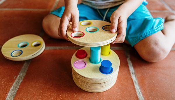 CFT PUCV firma convenio con Escuela Libre Tarpuy para fortalecer conocimientos sobre Método Montessori en el estudiantado